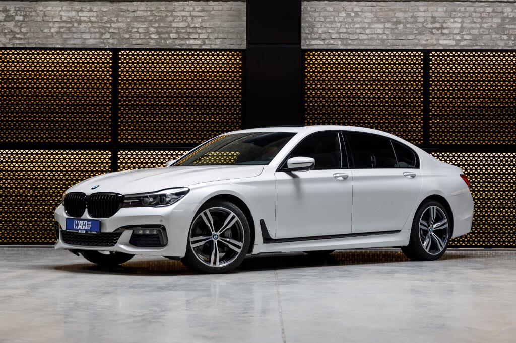 BMW 740 фото